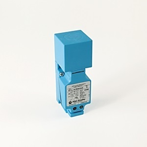 Allen-Bradley 871L-XCB15S40 Proximity Sensor, Inductive, Limit Switch Style, 20-250VAC